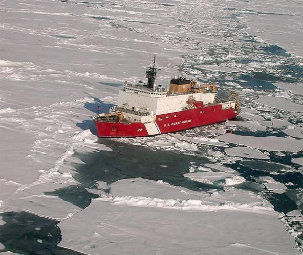 Dlouhá léta se o Arktidu zajímalo jen několik zapálených vědců. Málokoho vzrušovalo, že její zásoby ledu se pomalu tenčí, že tamější fauna začíná mít problémy s přežitím. To vše je minulostí. Arktida je v centru pozornosti, zejména kvůli svým zásobám nerostných surovin a kvůli pomalu se otevírající severozápadní cestě.