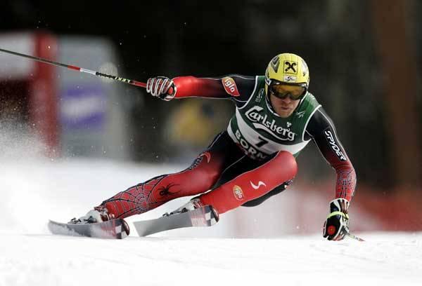 Jakmile ručička teploměru klesne na horách k nule, řada vášnivých lyžařů pečlivě zkoumá oblohu, kdy se konečně roztrhne a zasype krajinu bílým popraškem. Pojďme se podívat, jaké jsou současné trendy v bezpečnosti jednoho z nejpopulárnějších sportů – lyžování.