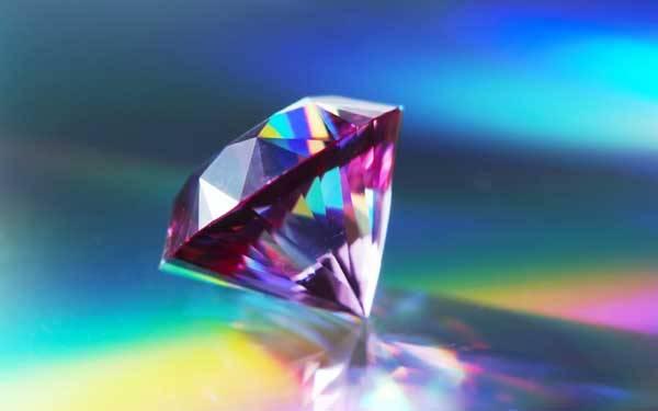 Australští a němečtí geologové nalezli diamanty v horninách starých 4,3 miliard let. Pokud by byly stejně staré jako okolní skála, znamenalo by to změnu pohledu na nejstarší geologickou historii naší planety.