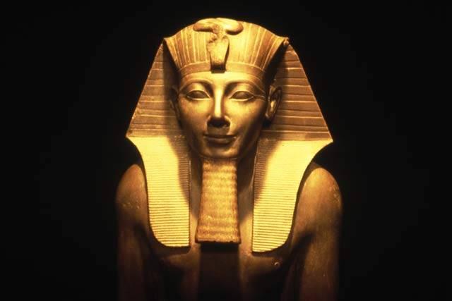 Navzdory vyspělosti starověké egyptské civilizace nejsou tehdejší lékaři považování za odborníky, kteří by se příliš lišili od šarlatánských mastičkářů a potulných kněží podivných církví. Co na tomto poli odhalila zbrusu nová studie britských vědců?