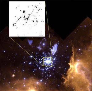 """Ačkoliv teoretické modely předovídají existenci hvězd i 150krát těžších než je naš Slunce, až do dnešní doby nenašli hvězdáři takovou, která by dosahovala hmotnosti více než 83 Sluncí. Nově """"zvážená"""" hvězda překročila magickou hranici stonásobku váhy Slunce dokonce 16 krát!"""