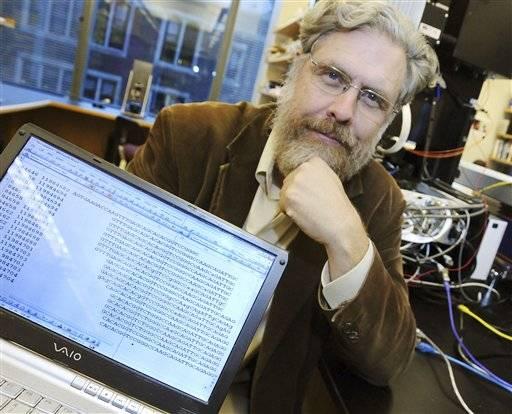 Tak nějak zní výzva pořadatelů projektu Personal Genome Project, jejíž hlavou se stala Lékařská fakulta Harvardské univerzity. Celý projekt spočívá ve shánění dobrovolníků, kteří budou ochotni dát k veřejné dispozici kompletní přepis své genetické informace.
