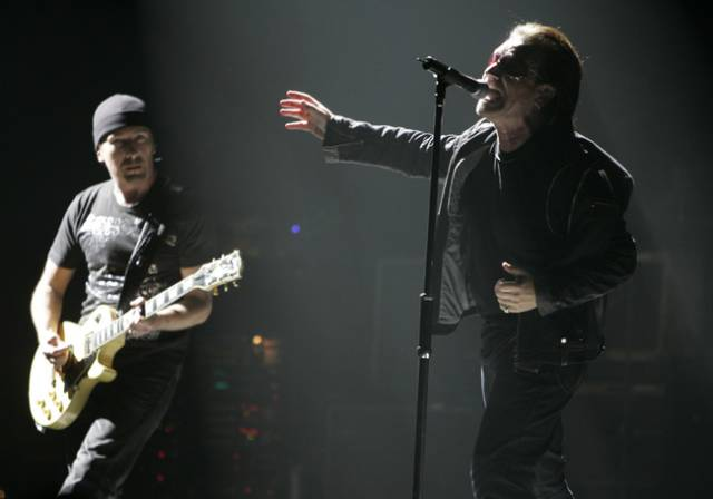 Že vědecky lze zkoumat prakticky cokoliv dokázaly v nedávné době dvě americké psycholožky. Spojily příjemné s užitečným a svému vědeckému zájmu podrobily chování lidí ve frontách. Ne, že by tak zbožňovaly fronty. Dokázaly si ale užít jejich cíl – koncert irské skupiny U2.
