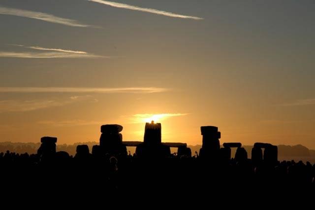 Dlouhá staletí se spekuluje, k čemu starověkým obyvatelům britských ostrovů vlastně sloužilo slavné Stonehenge. Nejnovější výzkumy ukazují, že podobně jako egyptské pyramidy bylo možná místem posledního odpočinku mocných vládců.
