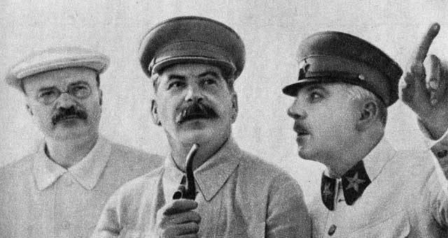 Moskva poloviny třicátých let 20. století byla dynamicky se rozvíjejícím městem. Stavělo se téměř na každém rohu, od obytných domů přes kulturní zařízení až po továrny. Zlepšilo se i zásobování, Moskvě po dlouhé době nehrozil hlad. Přesto byla městem, kde vládl neustálý strach. Právě v té době začínalo období tzv. Velkého teroru. Období, které stálo život miliony lidí.