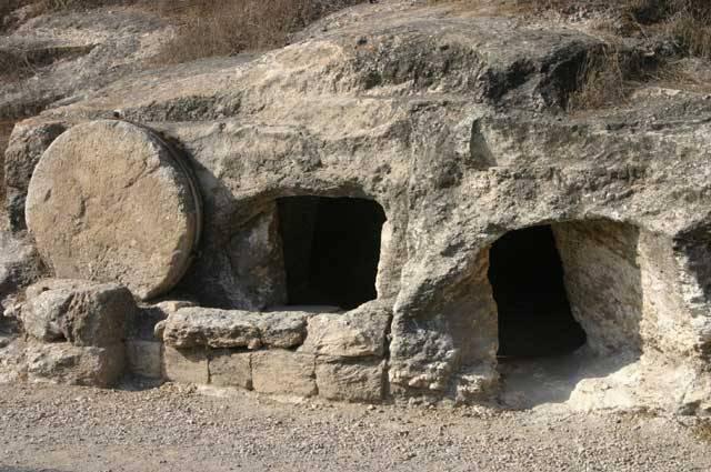 Asi málokterý člověk se do dějin lidstva zapsal tak výrazně jako Ježíš Nazaretský, zvaný Kristus. Právě on se stal ústředním symbolem kultu, který se později přeměnil v celosvětové náboženství. Jedním ze základních prvků křesťanské víry je Ježíšovo zmrtvýchvstání. Jenže co když existuje Ježíšův hrob?