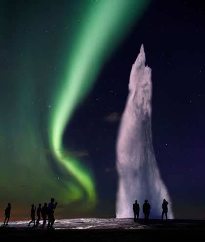 Vyfotografovat hned dva kouzelné jevy, které má na svědomí příroda, to se povede jednou za život. Jeden z takových unikátních snímků, pořízený v oblasti bouřících gejíírů na Islandu, vám přináší náš Objektiv.