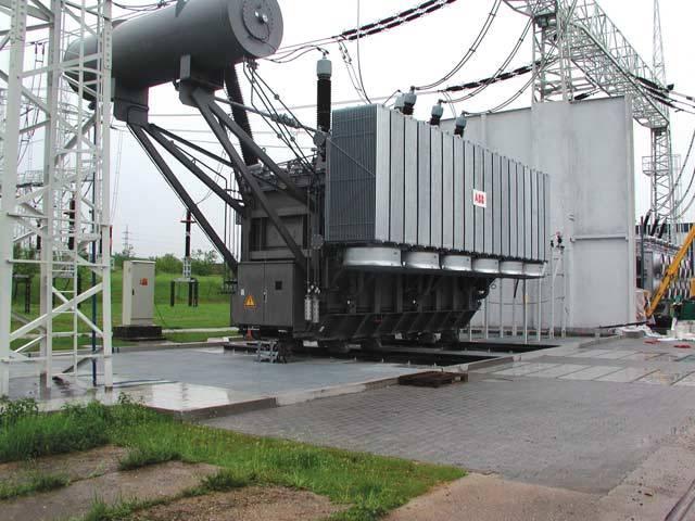 Jak se dostává elektřina od výrobce až do zásuvek našich domovů? Jistě všichni tušíme, že cesta to nebude úplně přímočará. Elektrizační soustavu tvoří zařízení nezbytná pro výrobu, přenos a distribuci elektřiny.