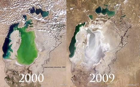 Ještě před 50 lety bylo Aralské jezero, zvané též Aralské moře čtvrtou největší vnitrozemskou zásobárnou vody. Díky nešetrným manipulacím s jeho přítoky však začalo vysychat a tento proces stále pokračuje. Vědci nedávno spočítali, že toto jezero za sebou zanechalo už 40 000 čtverečních kilometrů slané pouště.