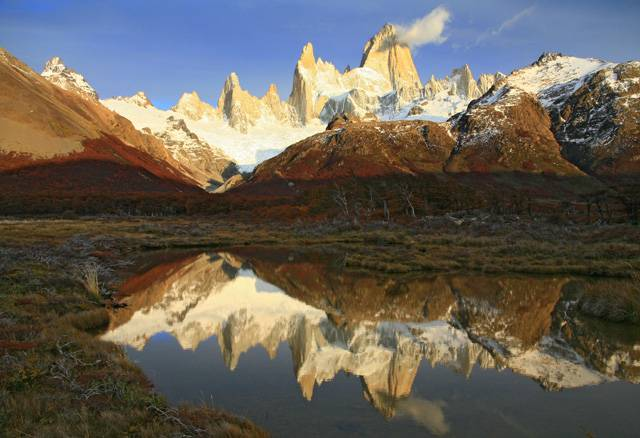 Pokud patříte mezi dobrodružné typy, jistě by vás místo nazvaná příznačně Los Glaciares na jihu argentinské Patagonie zaujalo. Tento národní park, který leží v provincii Santa Cruz, byl už v roce 1937 vyhlášen za jediným účelem – zachránit největší ledovcovou oblast v celé Jižní Americe.