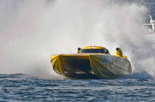 Tím, čím je pro automobilový sport seriál závodů Formule 1, tím je pro nejrychlejší vodní čluny podnik s názvem Class 1. Občas se i do našeho televizního zpravodajství dostanou záběry z těchto závodů, po hříchu obvykle tehdy, když zde dojde k nějaké havárii. Ovšem čluny, které zde brázdí hladiny, jsou především technickými zázraky, jejichž pilotování je i při nižších rychlostech skutečným zážitkem.