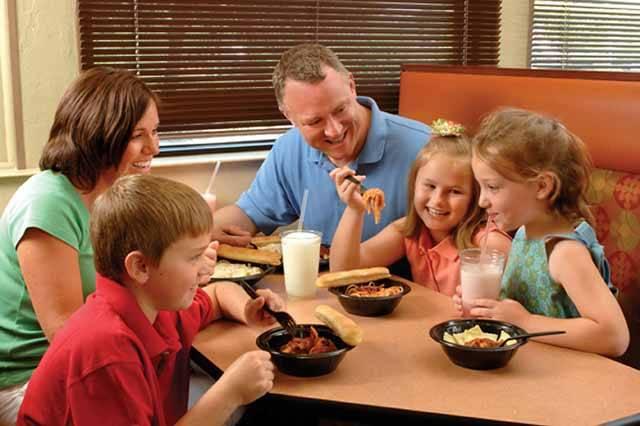Podle nejnovějších odborných studií jen 29 % Čechů ví, že tuky s obsahem nasycených mastných kyselin (máslo, šlehačka, vnitřnosti, tavené sýry apod.) neprospívají jejich zdraví. Máme tedy tuto stravovací štafetu našich předků – zvyklých mj. na voňavé domácí máslo a sádlo – rázně ukončit?