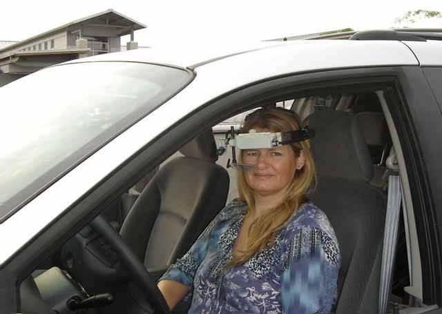 Automobilismus pravděpodobně zaznamenává další technologickou revoluci. Tentokrát v oblasti řízení motorových vozidel. Co člověk potřebuje k tomu, aby bez problémů svůj vůz ovládal? V první řadě rozum, dále pak oči, ruce a nohy. Nyní se zdá, že by si při řízení automobilu mohly všechny končetiny v klidu odpočinout.