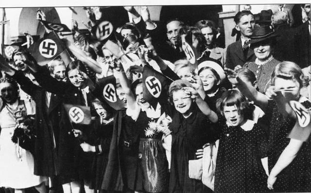 Rok 1938 zanechal v duši českého národa hlubokou jizvu. Zrada Francie, odstoupení pohraničí, kapitulace bez boje, to vše je s tímto rokem spojeno. Zčásti se však jedná o klišé, československé zbraně v tomto kritickém roce nemlčely…