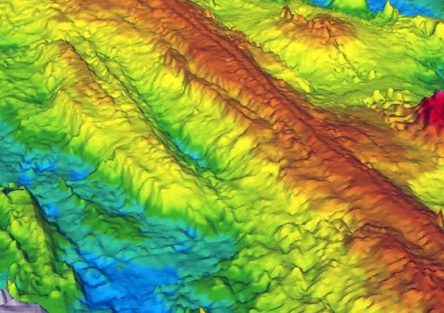 Tektonické desky tvoří pevný obal Země. Proč má ale aktivita na rozhraní různých pevninských ker různé důsledky? Proč je někdy provázena mohutnou vulkanickou činností a někdy není? Porovnání historie tektonických procesů mezi Severní Amerikou a Evropou a Seychelami a Indií přineslo poznatky, které mohou pomoci při modelování průběhu dalších podobných dějů.