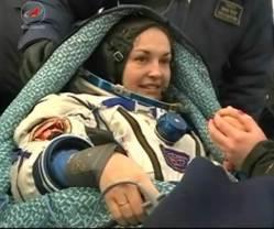 První Ruska na ISS se po půl roce vrátila z oběžné dráhy