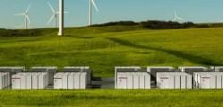Elon Musk dokončil největší lithium-iontový akumulátor na světě