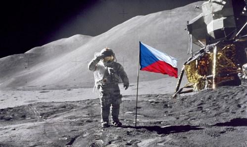 Americký astronaut Andrew Feustel uctí památku obětí holokaustu