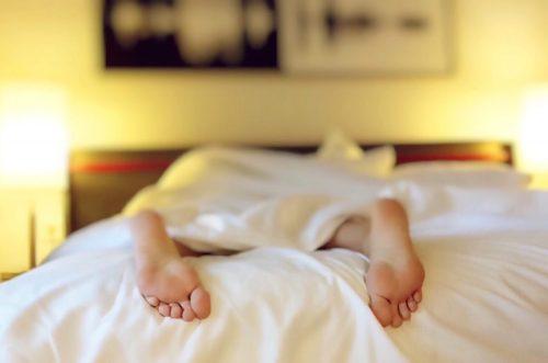 Dobrou noc. Dnes je světový den spánku.