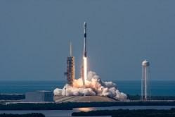 Ve SpaceX vylepšili raketu Falcon 9. Musk si přeje, aby ji využili pro 100 startů