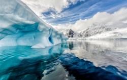Pod ledem Antarktidy objevili čeští odborníci neregistrovaná jezera