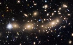 Astronomové nalezli důkazy vzniku hvězd již 250 milionů let po velkém třesku