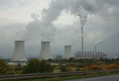 Téměř polovina uhelných elektráren ve světě je ve ztrátě