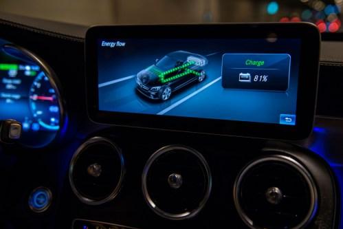 Mercedes míří na elektromobily a hybridy