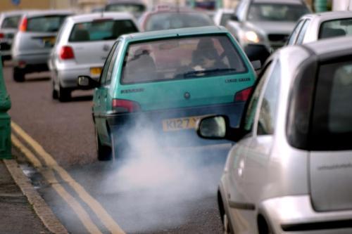 EU se dohodla na kompromisu. U automobilů dojde do roku 2030 ke snížení CO2 o 37,5 procent