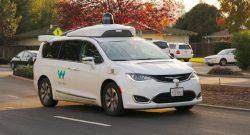 Taxislužba s autonomními vozy čelí útokům vandalů