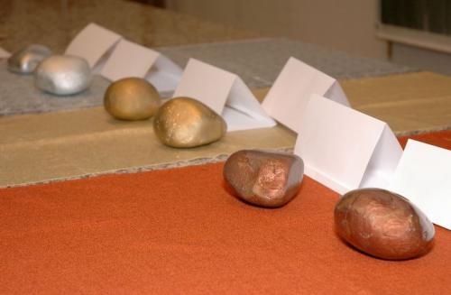 Bludné balvany spolku Sisyfos pro Babiše a Okamuru