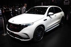 Mercedes rozjíždí sériovou výrobu elektromobilů