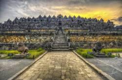 Největší buddhistická stavba: Chrám téměř ztracený v džungli