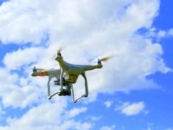 Moderní technologie ve službách zločinu! Muž údajně využil dron k bombardování domu bývalé přítelkyně