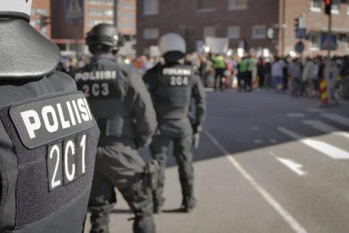 Policejní reakce na COVID-19: Helmy mužů zákona odhalí zvýšenou teplotu