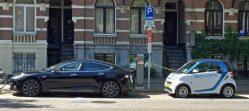 Německo chce lidi donutit ke koupi elektromobilů. Nabíječky budou na každém rohu…