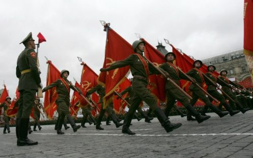 Soldiers march during a World War Two victory parade in Red Square in Moscow May 9, 2007. Russia celebrated on Wednesday the 62nd anniversary of the World War Two victory over Nazi Germany.  REUTERS/Denis Sinyakov (RUSSIA)