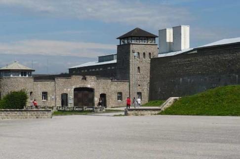 Atentát na Reinharda Heydricha: Paměť pamětních desek