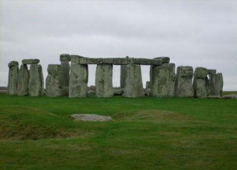 Stonehenge měl tvar úplného kruhu
