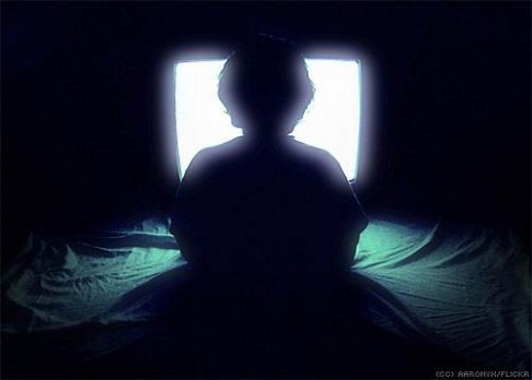 Sezením u TV se rozšiřuje pas