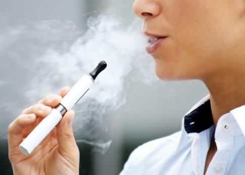E-cigarety škodí víc než klasické