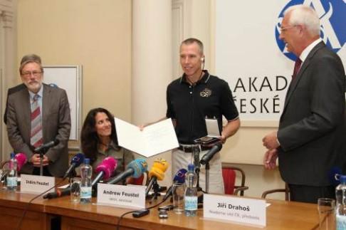 ASTRONAUT A. FEUSTEL NA NÁVŠTĚVĚ ČR