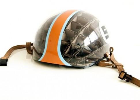 Helma z kartonu inspirovaná datlem