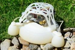 Měkký robot skáče jako gumový míč