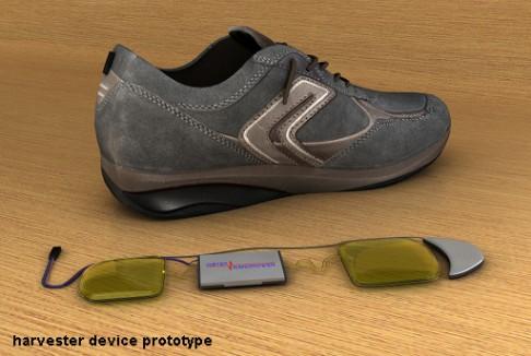 Kovové kuličky v botách nabijí baterie