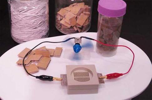 Vědci chtějí vyrábět baterie z papíru