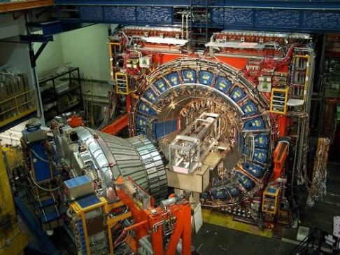 Oprava z Tevatronu: nová částice nejspíše není