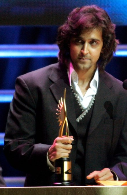 Hrithik with award