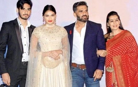 Sunil Shetty with his wife and children