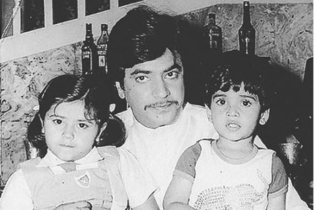 Tusshar Kapoor with his father and sister